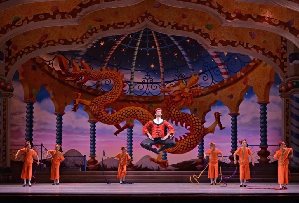 8_charlotte-ballet_jean-pierre-bonnefouxs-nutcracker_humberto-ramazzina-as-tea_photo-by-peter-zay_web