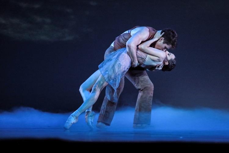 charlotte-ballet_-helen-picketts-tsukiyo_-josh-hall_-alessandra-ball-james_photo-by-jeff-cravotta-fix-1150a-1243-1