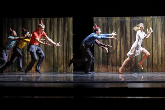 charlotte-ballet_johan-ingers-walking-mad_photo-by-jeff-cravotta-fix_1092-4795-1
