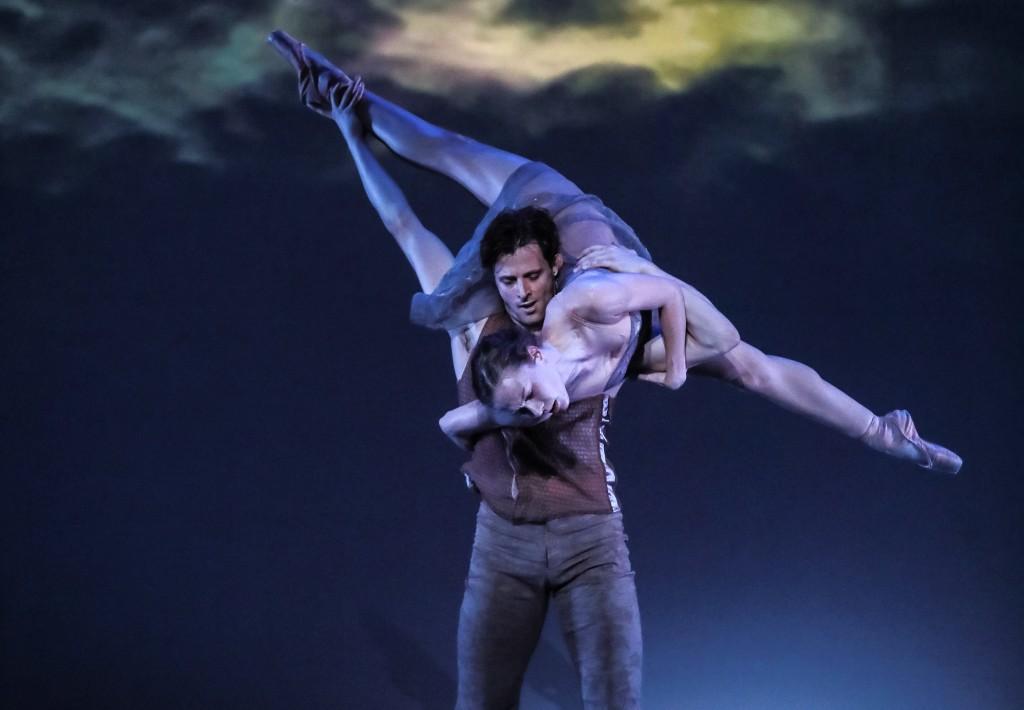 charlotte-ballet_-helen-picketts-tsukiyo_-drew-grant-and-elizabeth-truell_-photo-by-jeff-cravotta_-fix-1150a-7715