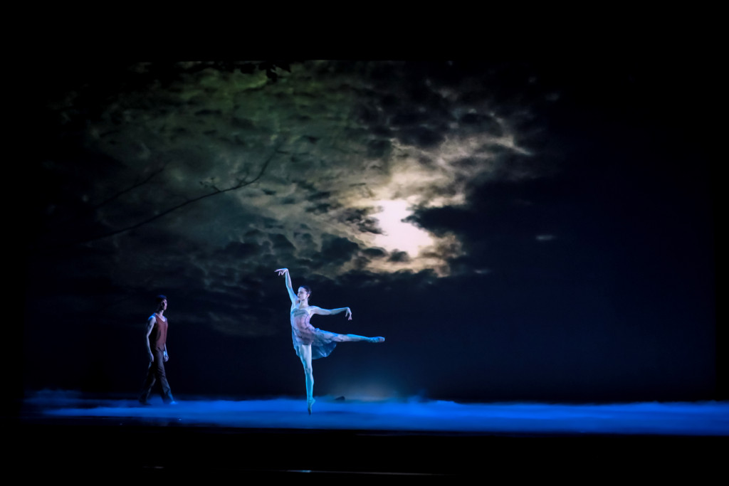 charlotte-ballet_-helen-picketts-tsukiyo_chelsea-dumas-and-colby-foss_photo-by-jeff-cravotta_fix-1150a-7149